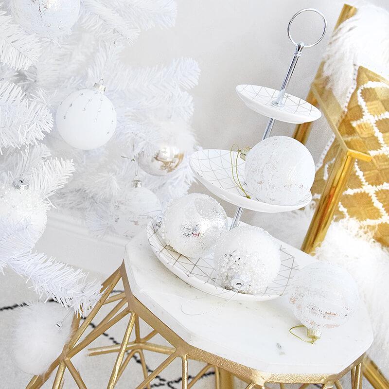 Weiß & Gold: Weihnachtliche Teelichtgläser in Kristall-Optik