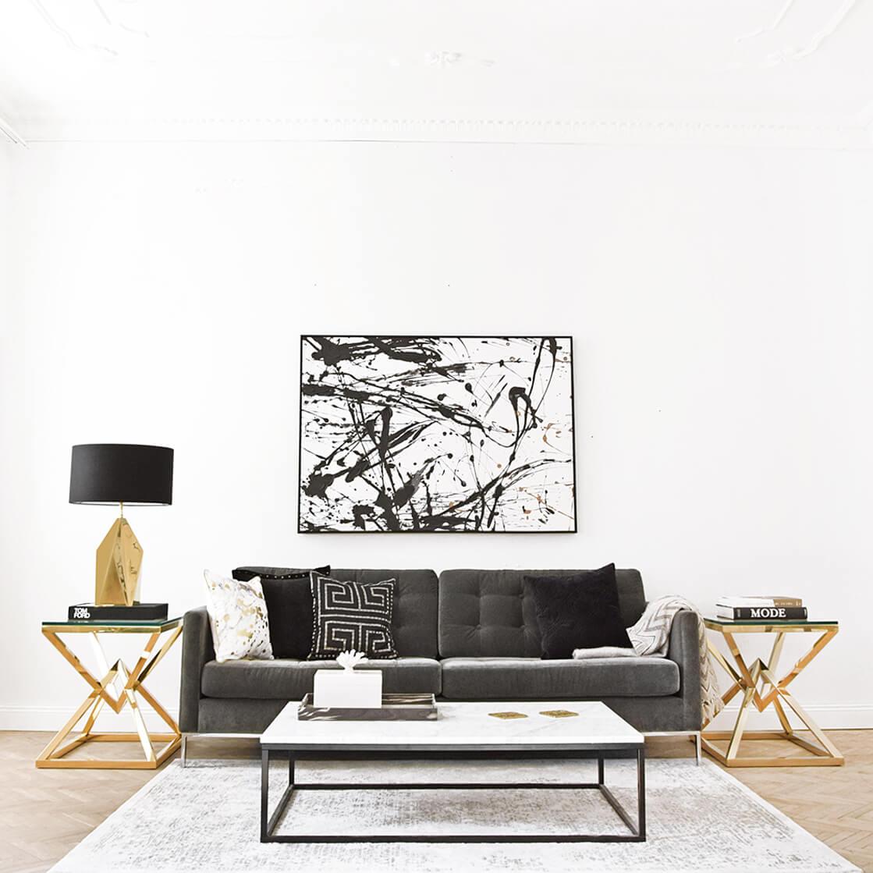 Highlight im Wohnzimmer - Samtsofa mit Chromrahmen