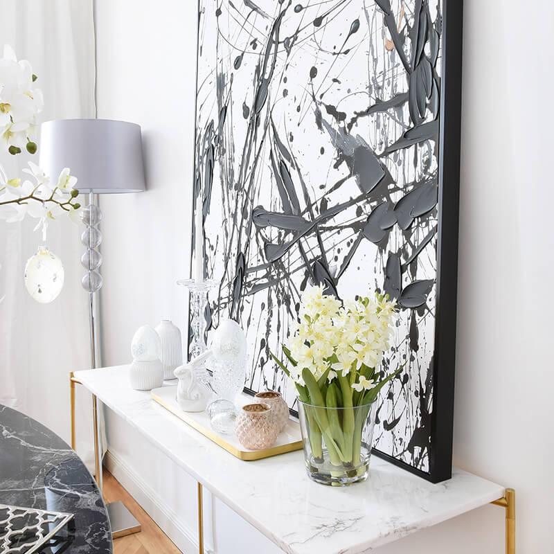 Black & White - Elegante Marmorkonsole & Stylishes Wandbild