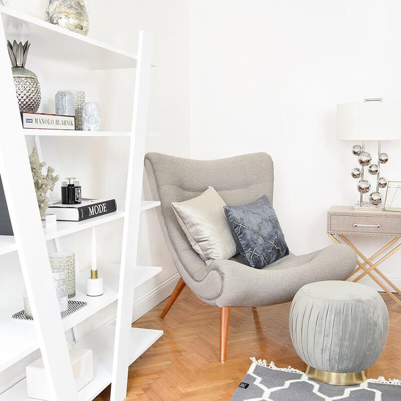 Blickfang: modernes Bücherregal stylish dekoriert