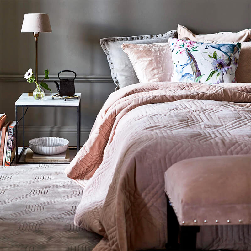 Blush Pink Velvet Schlafzimmer