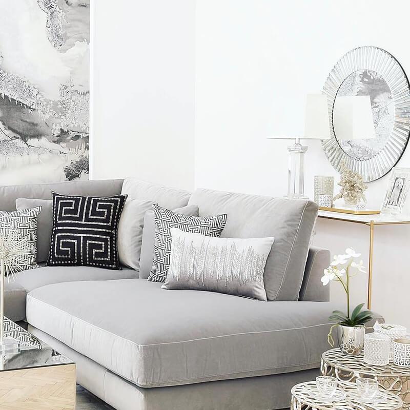 Video: Grey Living Room In The Spotlight
