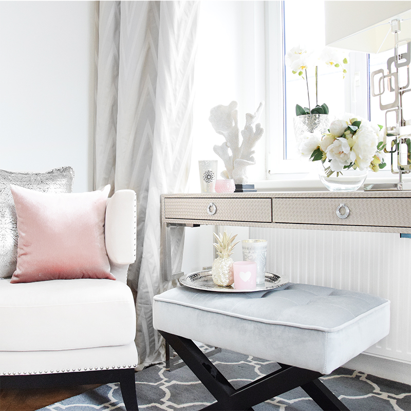 Office-Chic: Kühle Töne mit Pastell-Akzenten