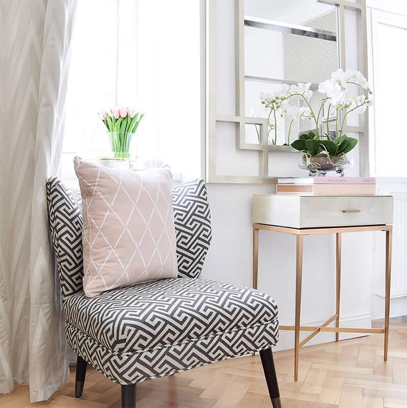 Ein heller Fensterplatz zum Entspannen & Träumen