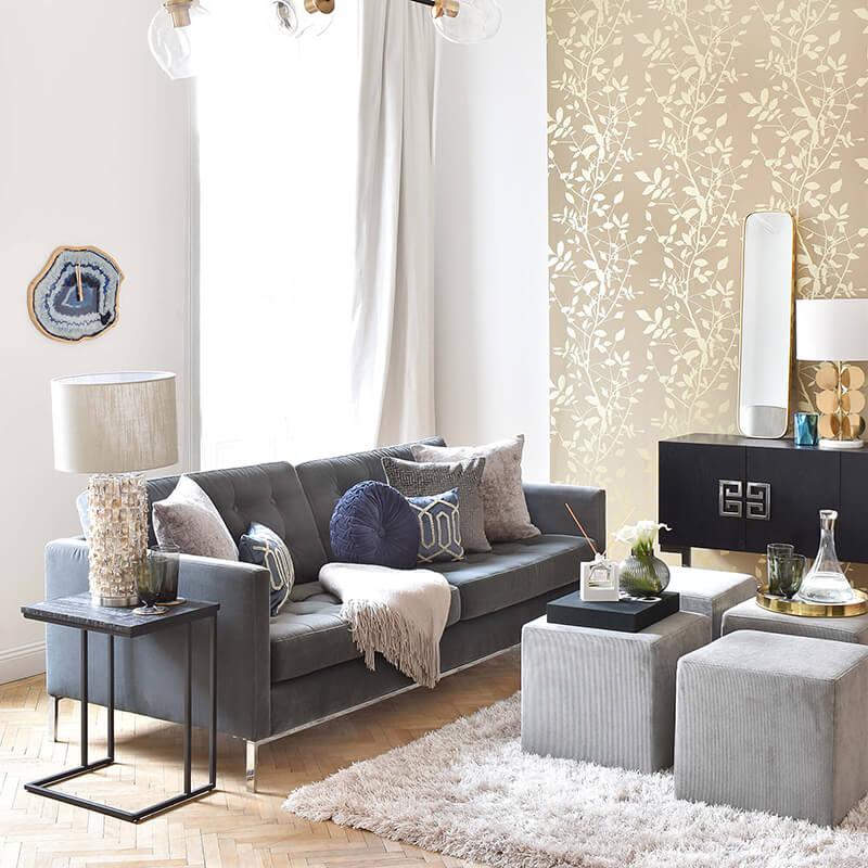 Pure Elegance: Königsblaue Wohnzimmer Akzenten