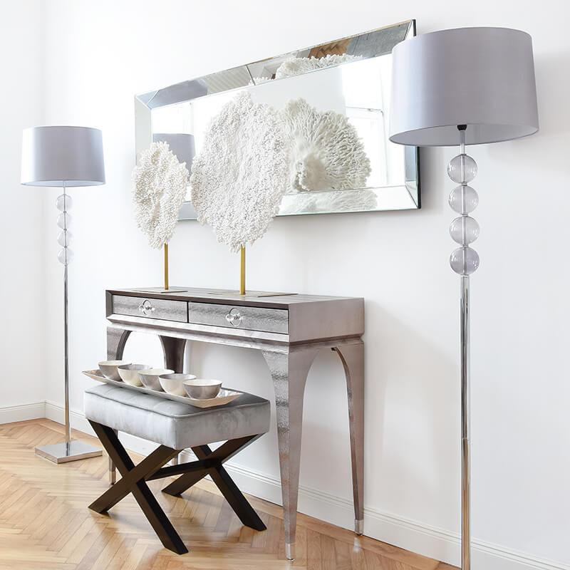 Interior-Highlight: Silber glänzende Konsole
