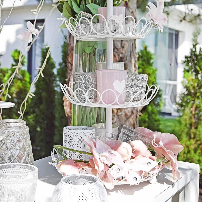 weißes Etagere im Hochzeitsstil