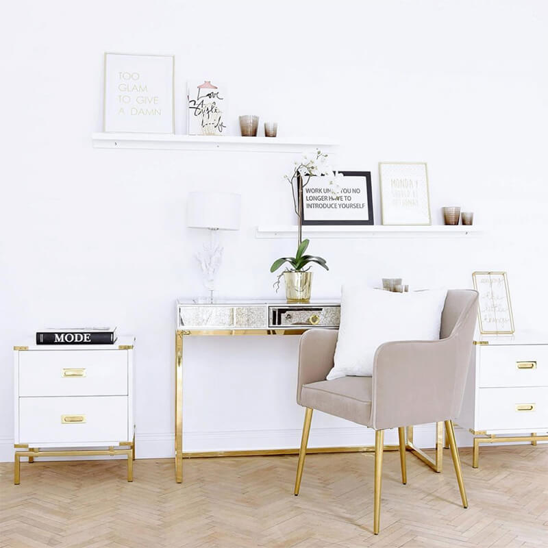 verspieltes Home-Office in Weiß & Gold