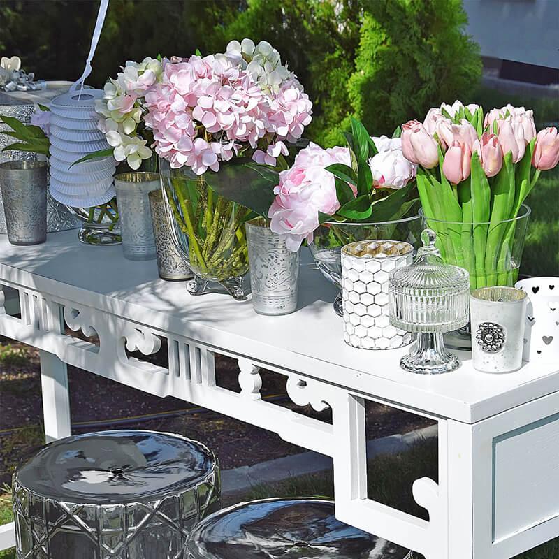 Hochzeitsdeko: Kunstblumen in zartem Rosa