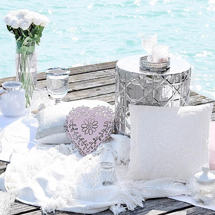 Romantisches Hochzeitspicknick am See