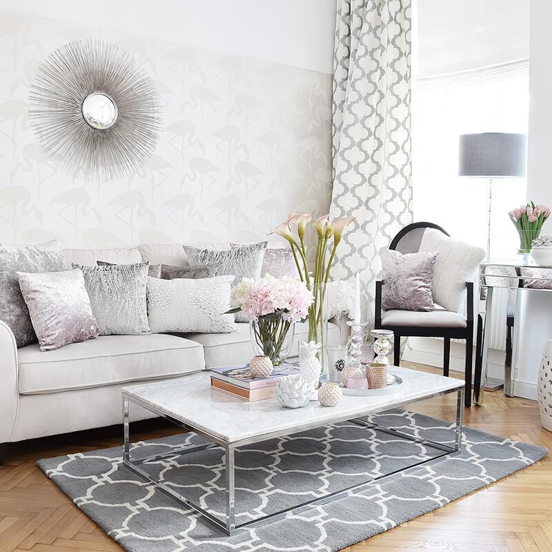 Wohnzimmer-Look in Rosa, Weiß & Silber