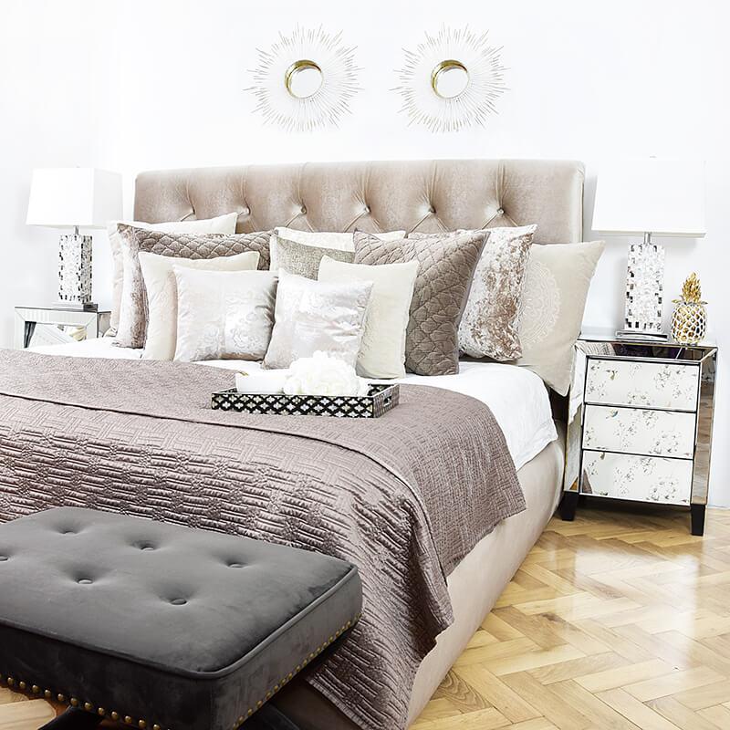 Samt-Schlafzimmer in Beige & Taupe