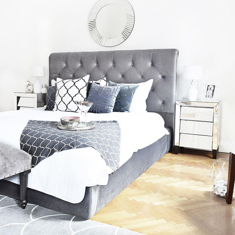Klassisch, elegantes Schlafzimmer in Weiß & Silber