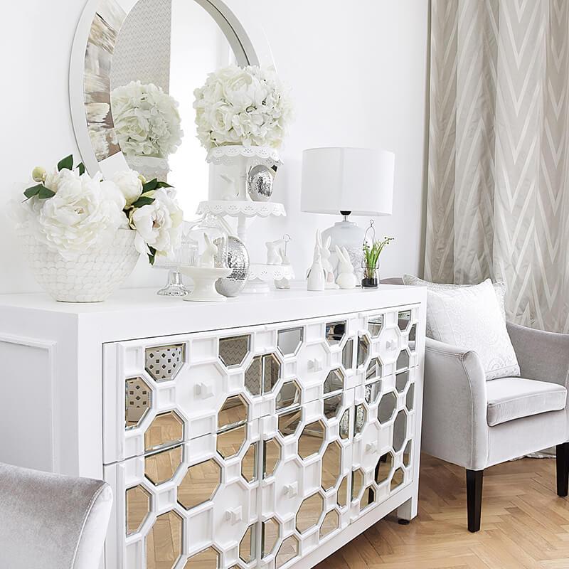 Sideboard in purem Weiß mit Spiegelelementen
