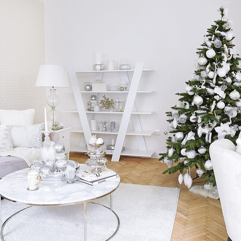 Silver & White – Weihnachtliche Regal-Deko