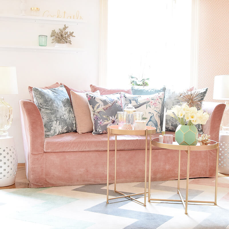 Sofa-Traum aus rosa Samt