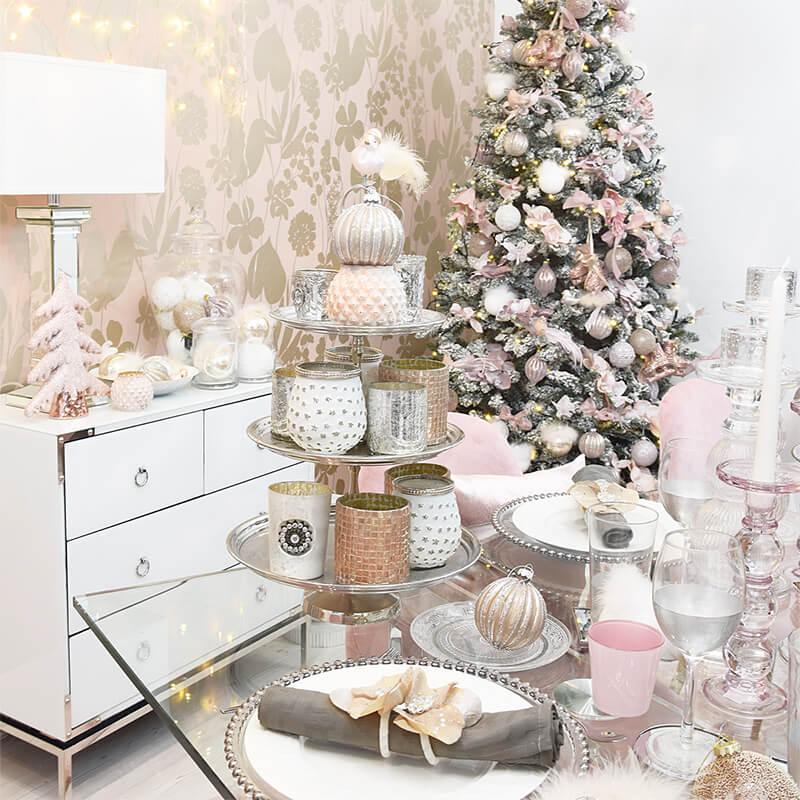 weihnachtliche Tischdeko & viele Teelichter