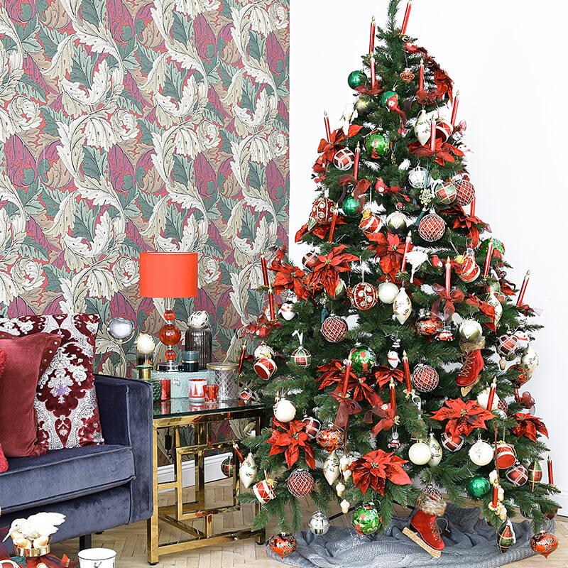 rot geschmückter Traum-Weihnachtsbaum