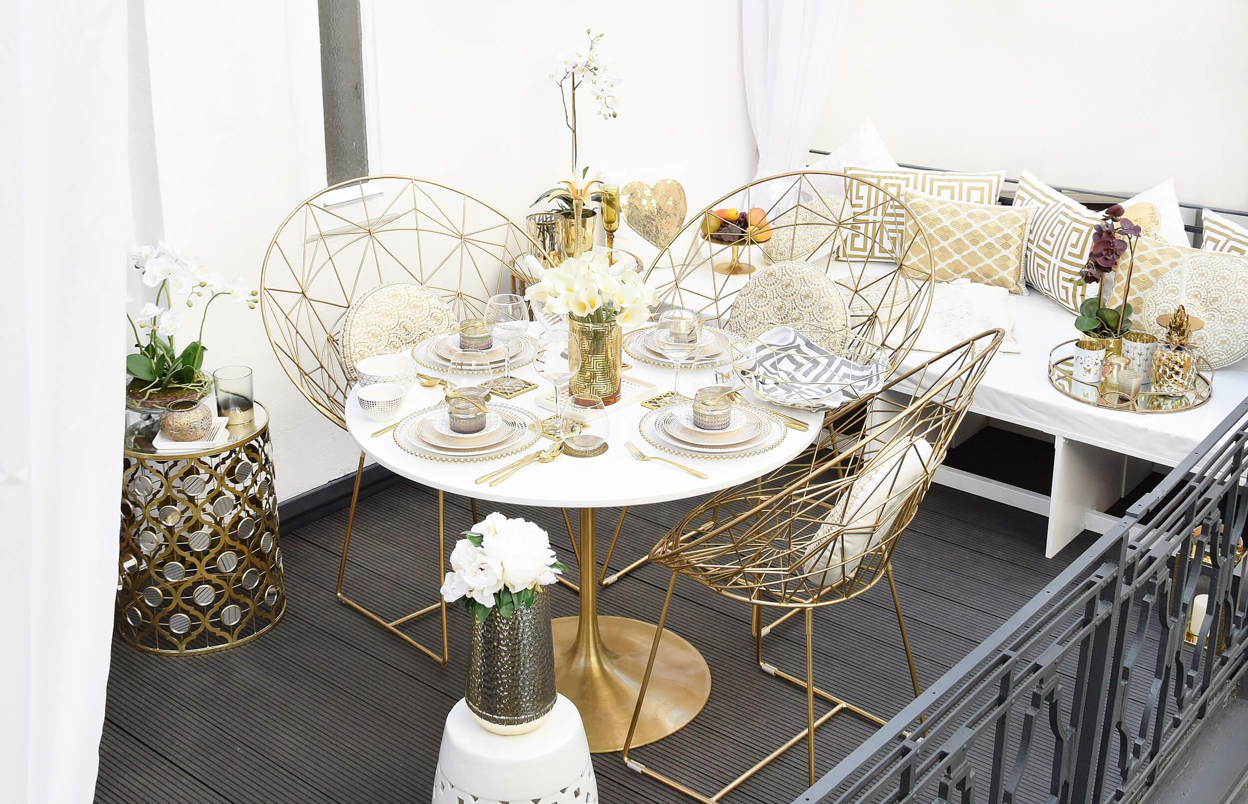 Glamorous Gold Balcony - Terrassenlounge in Weiß & Gold