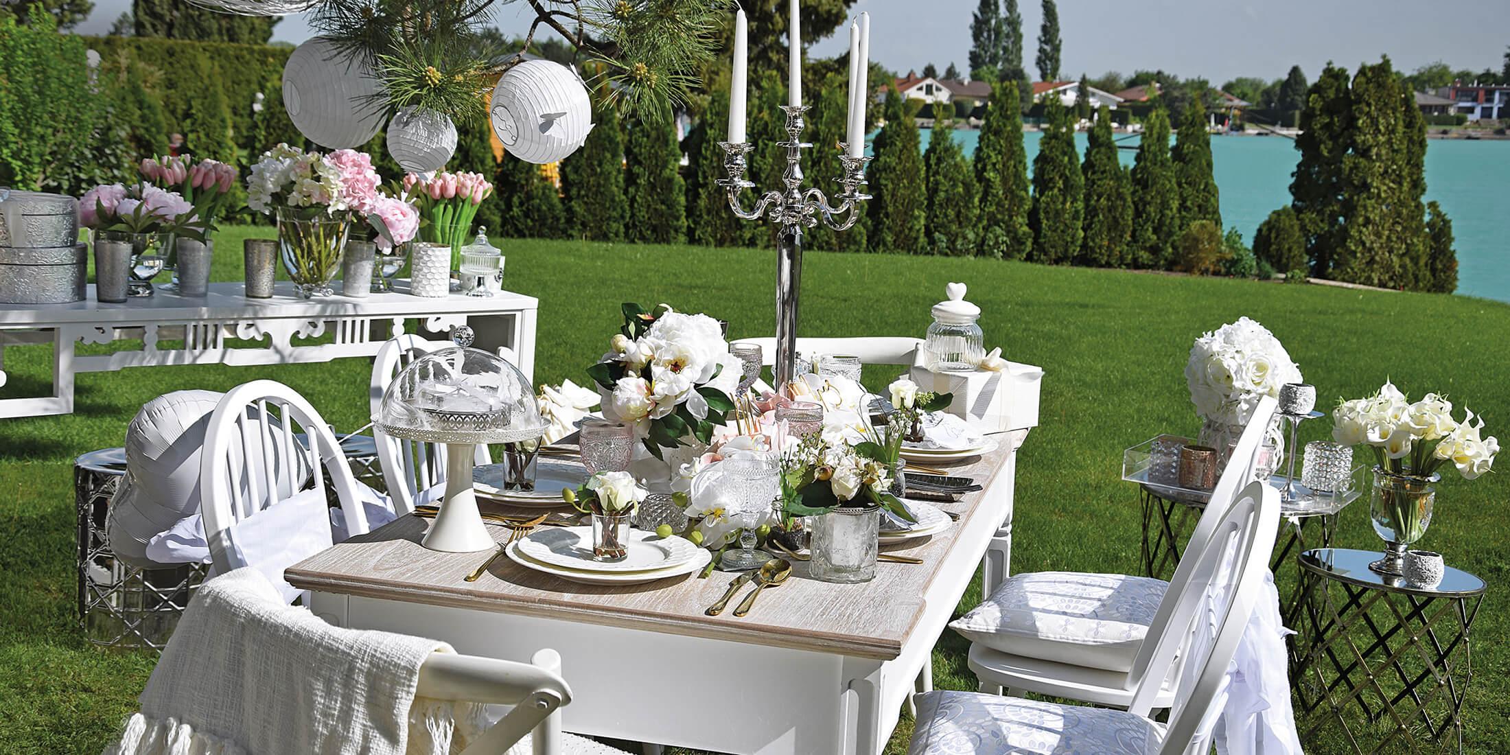 Hochzeitstafel in Weiß & Rosa