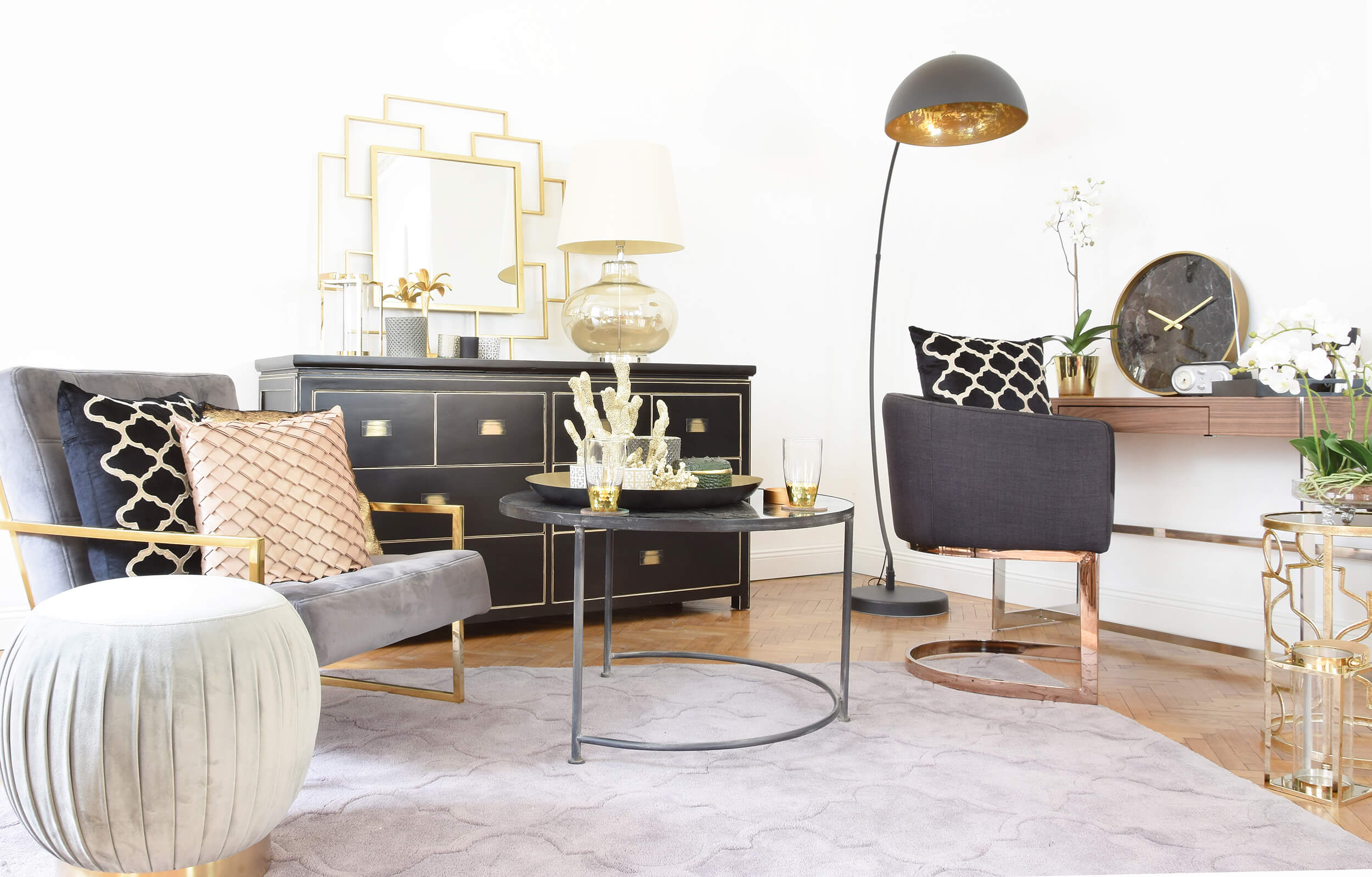 Home Office Elegance - Edler Büro-Look in Gold & Schwarz