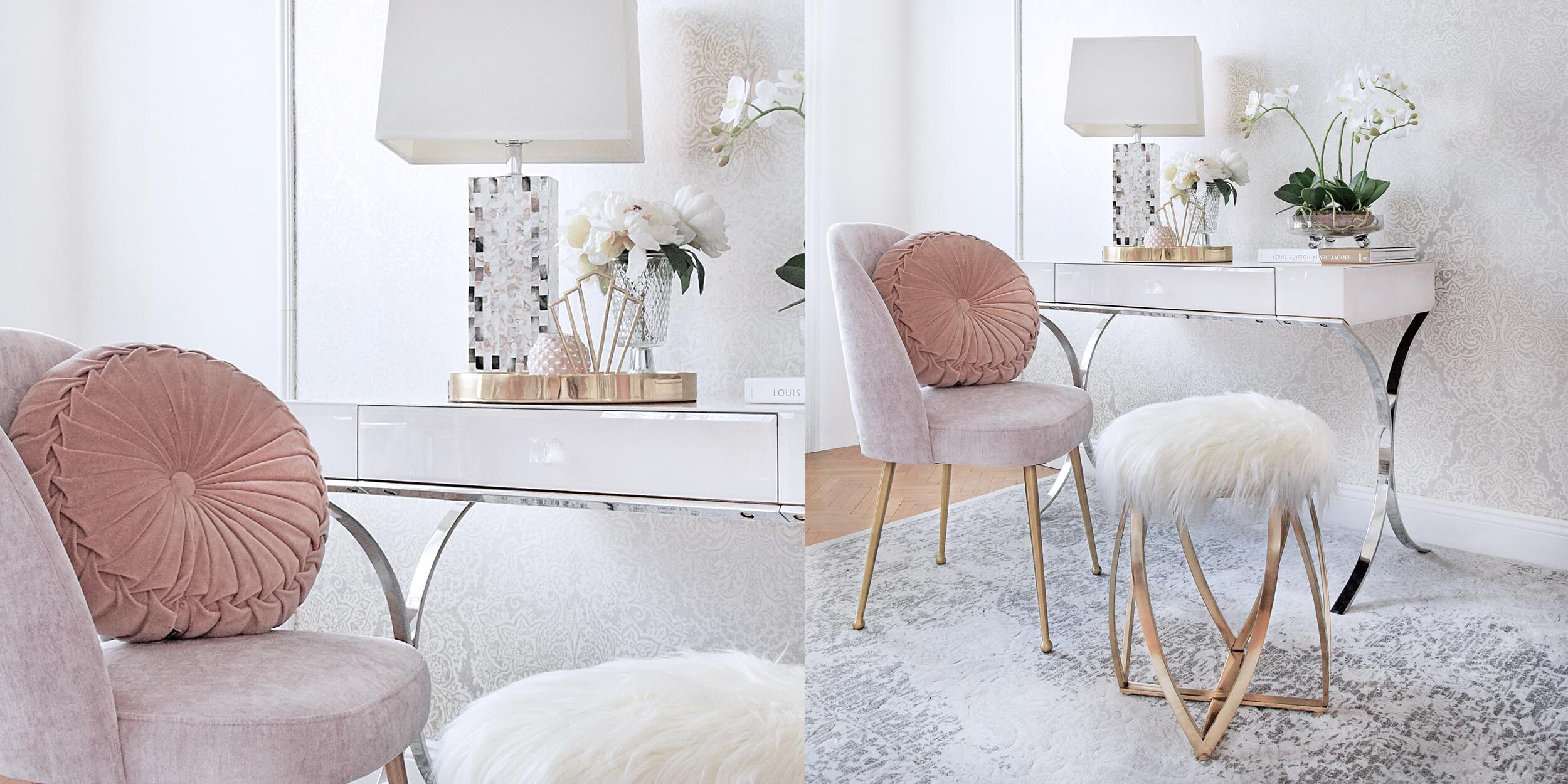 Home-Office in zarten Farbtönen