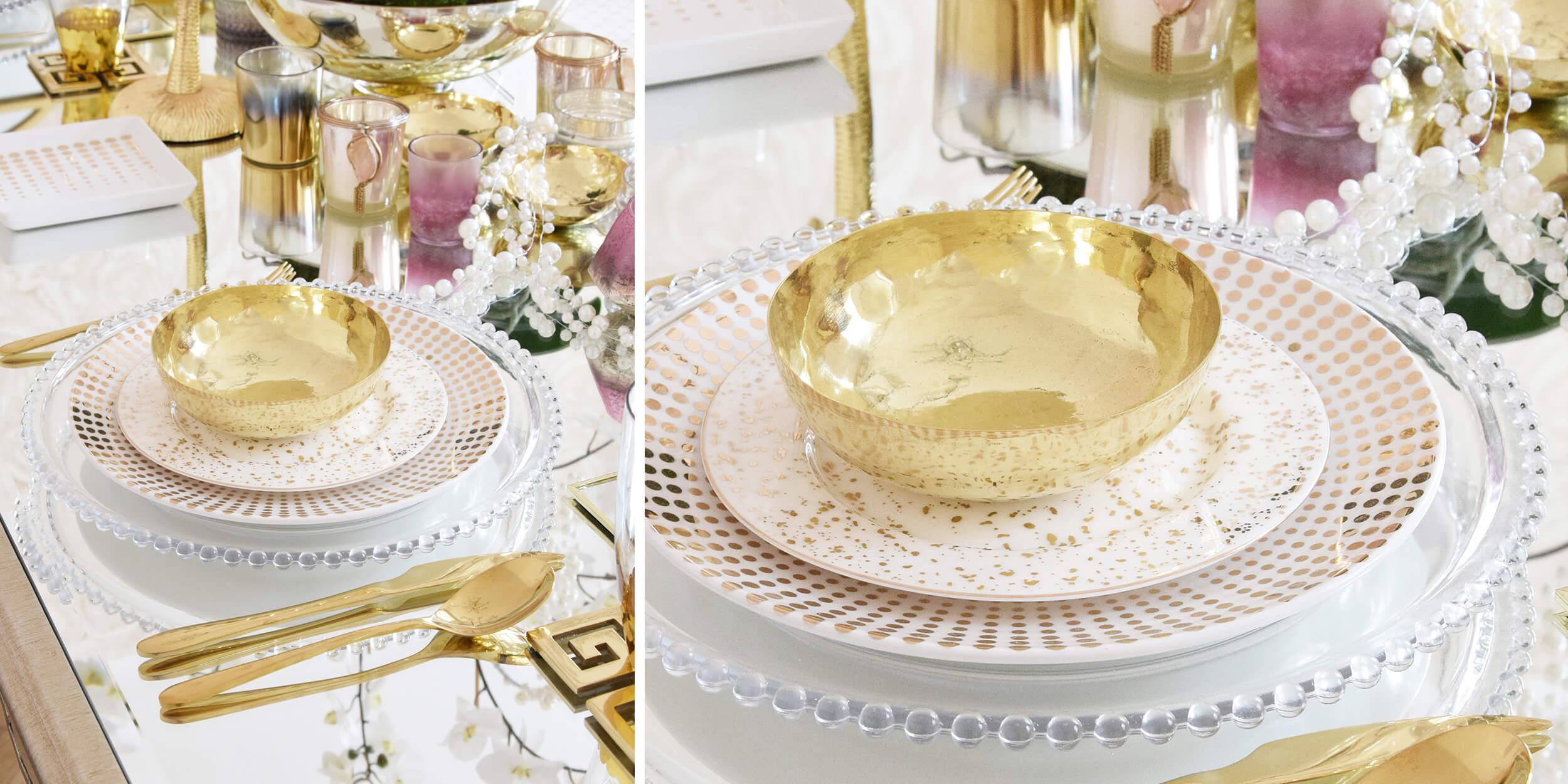 goldene Tafeldeko auf verspiegeltem Esstisch