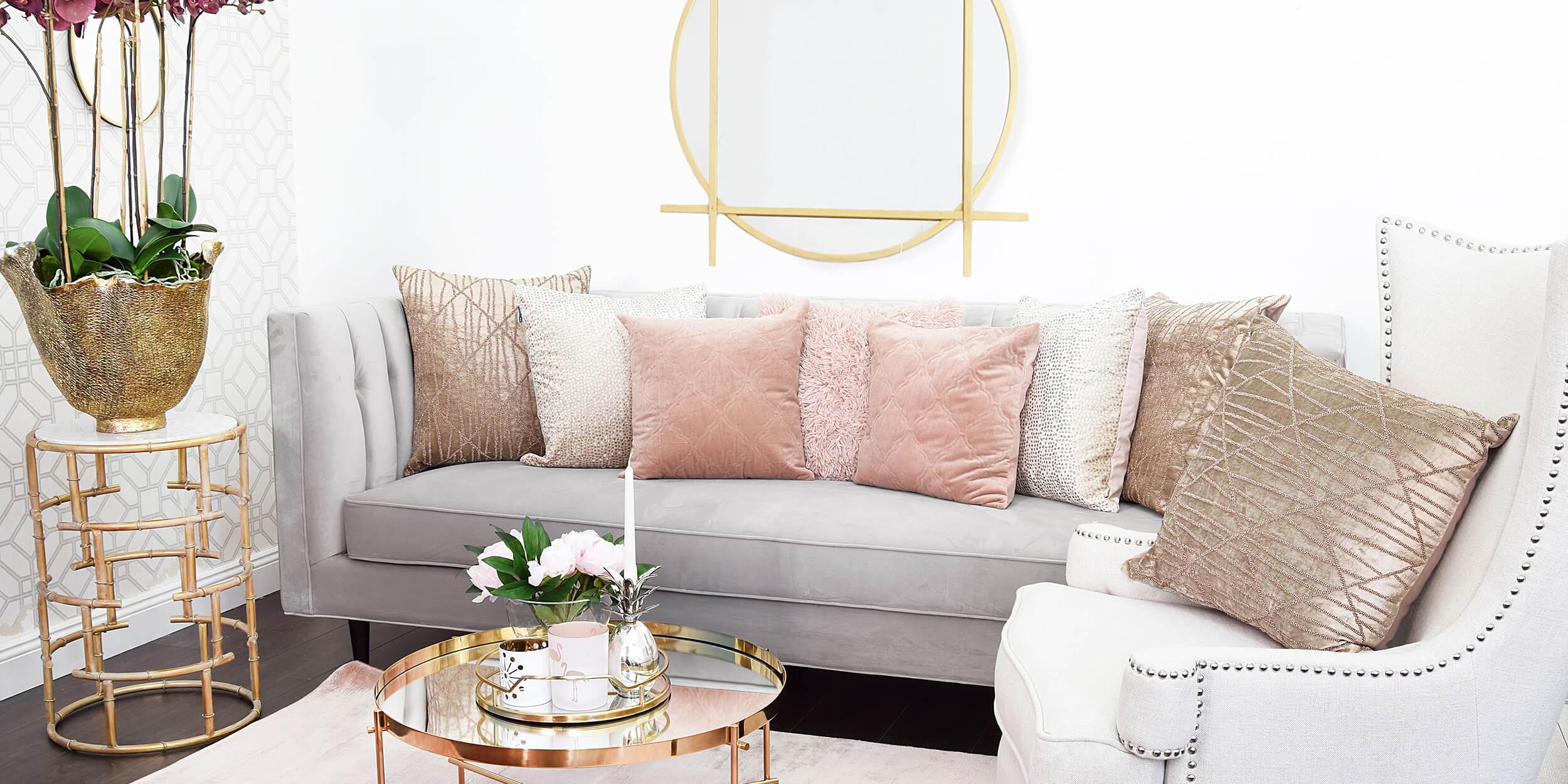 Wohnzimmer-Lounge: Sanfte Farben & weicher Samt