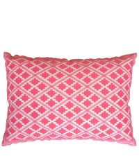 besticktes Dekokissen mit Ethno-Muster in frischem Flamingo-rosa