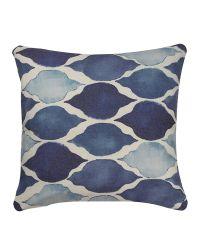 modernes Dekokissen mit geometrischem Muster blau