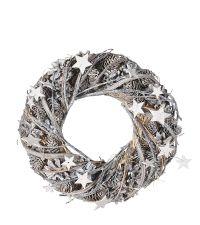 Weihnachtskranz mit Zweigen Sternen und Tannenzapfen in angezuckerter Optik