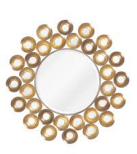runder Wandspiegel mit goldenem Metallrahmen in Hammerschlag-Optik