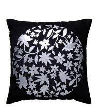 schwarze Dekokissenhülle mit metallischem floralen Muster