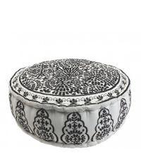 liebevoll bestickter Pouf mit Blumenmuster in elegantem Schwarz/Weiß