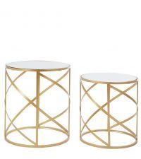 zwei runde Beistelltische mit goldenen Metallrahmen mit großem Lochmuster