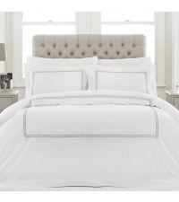 weiße Baumwoll-Bettwäsche mit grauer Musterung