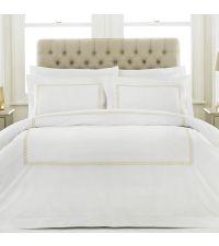 weiße Baumwoll-Bettwäsche mit goldener Musterung