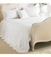 große, leichte Tagesdecke aus Baumwolle mit abgestepptem floralen Muster, weiß