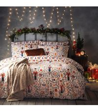 winterliche Bettwäsche mit roten Nussknackern
