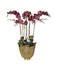 auberginfarbene, künstliche Orchidee in antikem Topf