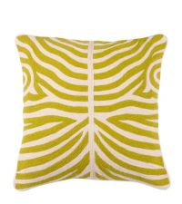 handbesticktes Kissen mit hellgrünem Zebra-Muster von Eichholtz