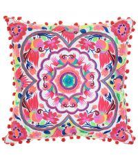 floral besticktes Dekokissen im Ethno-Stil mit bunten Bommeln pink
