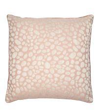 blushfarbene Kissenhülle mit schimmernder goldener Musterung