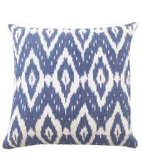 traumhafte blau-weiß gemusterte Kissenhülle im Ethno-Stil