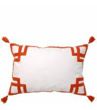weißes Dekokissen mit appliziertem Muster und Quasten, orange
