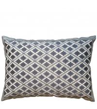 besticktes Dekokissen mit Ethno-Muster in elegantem Grau