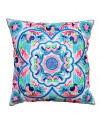 besticktes Dekokissen mit buntem tropischen Muster im Ethno-Style blau/rosa