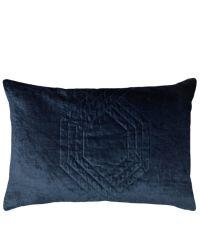 schimmernde, längliche Kissenhülle aus Samt mit feinem Hexagon-Muster, dunkelblau