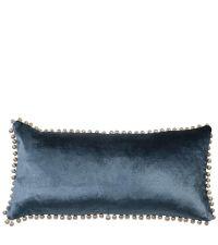 länglche Kissenhülle aus blauem Samt mit Bommeln