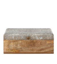 große Aufbewahungsbox aus hellem Mangoholz mit stukturierter metallischer Oberfläche in Silber
